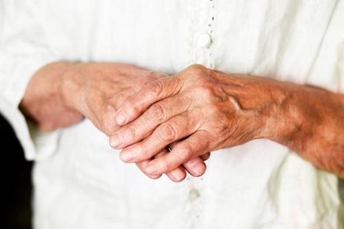 Hoidke kodus ravi sormede liigeseid Bolsterite tootlemine liigestes